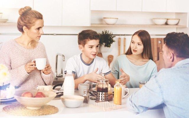 Pogovor med starši in najstnikom